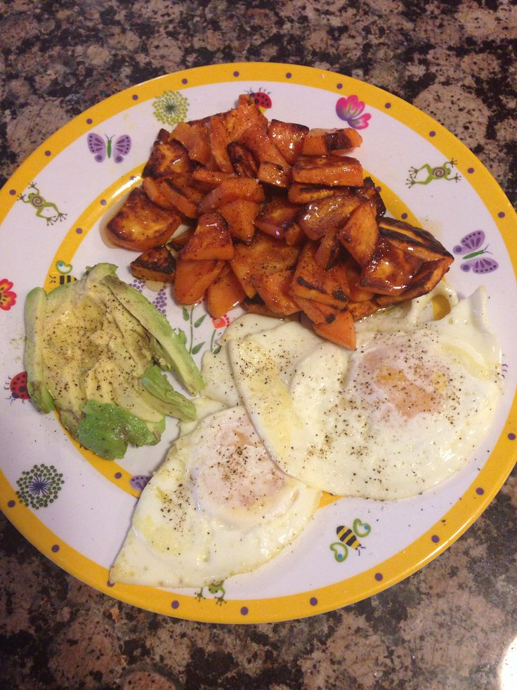 Fried eggs in olive oil, sweet potatoes and a Yuma 1/2 avacado ...