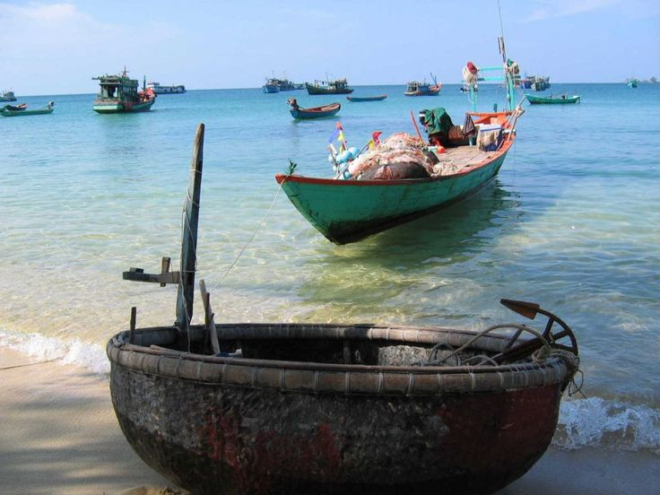Những chiếc thuyền của người dân chài trên đảo