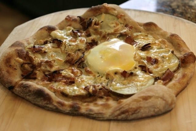 Bacon and Eggs Pizza | Pizza, Pizza | Pinterest