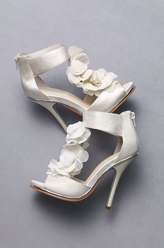 Add flowers to every inch of your wedding day, even your feet!