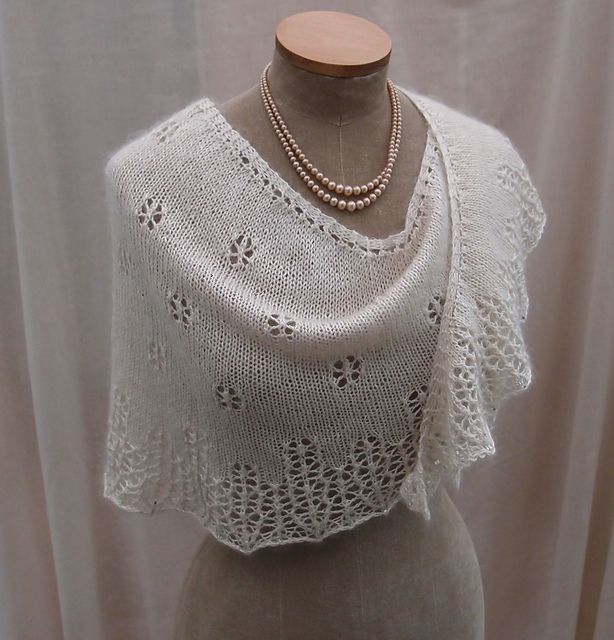 Knitting Patterns For Beginners Shawl : Snowflakes & Icicles pattern by Sue Lazenby