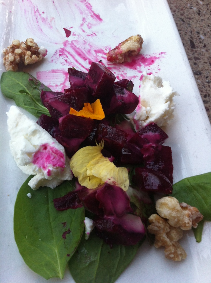 Spinach, chèvre and beet salad with a honey-Dijon-balsamic vinigrette ...