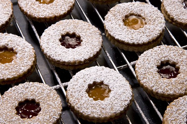 Linzer Sablés - Nutty cinnamon- and clove-spiced cookies filled with ...