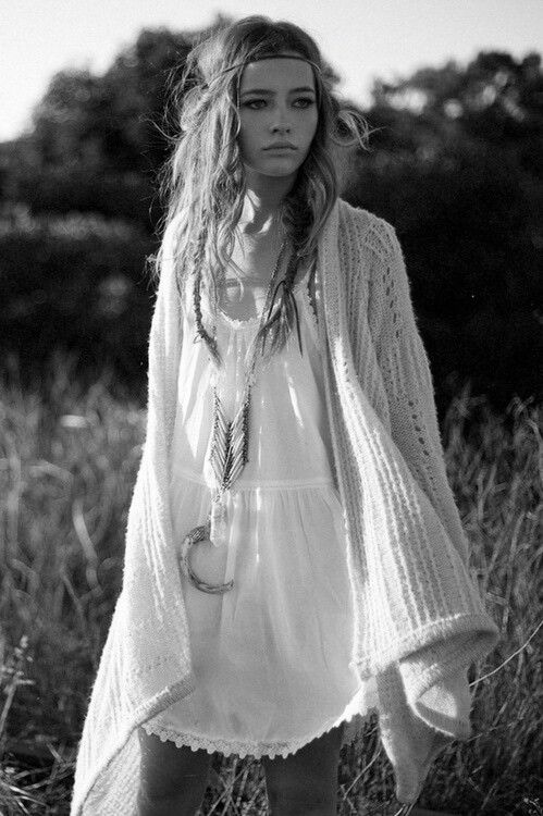 Hippie in the fields, boho chic fashion, hippie stijl