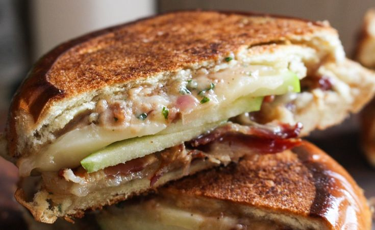 Grilled Cheese with Manchego, Bacon, Apples, & Red Onion Mayo | Yes to ...