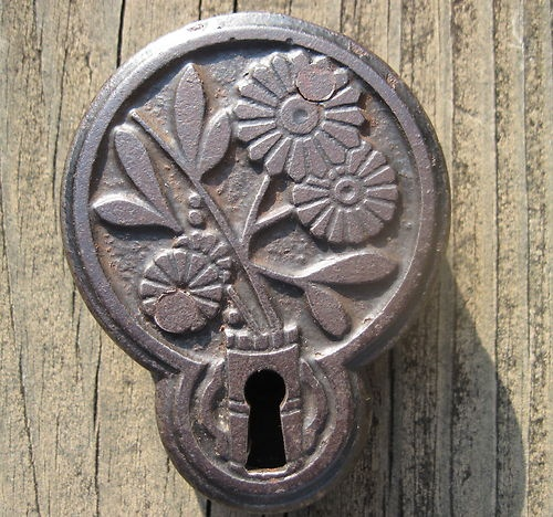VINTAGE FANCY HASP STAPLE PADLOCK PATENTED 1882 FLOWERS DAISY ANTIQUE LOCK