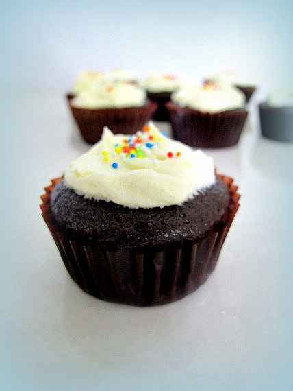 Frosted Chocolate Buttermilk Cupcakes | Cupcakes and Muffins | Pinter ...