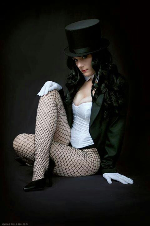 Zatanna cosplay  I like the fishnets Zatanna Cosplay
