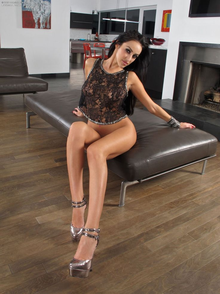 Classic milf with dark hair Breanne Benson is the queen of footjob № 904369 загрузить