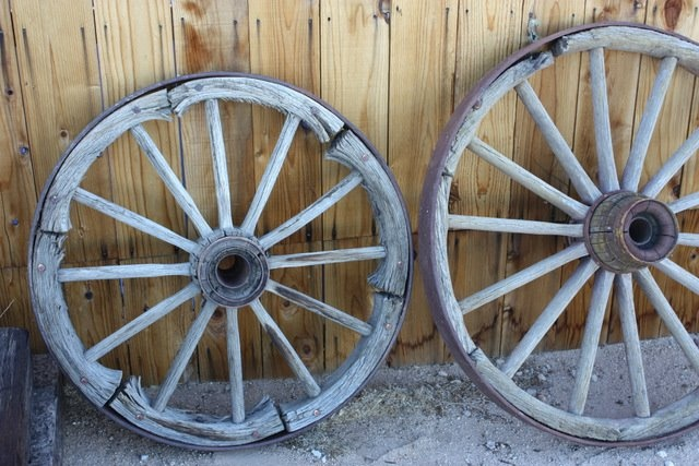 Wooden wagon wheels antique things pinterest for Things to do with old wagon wheels