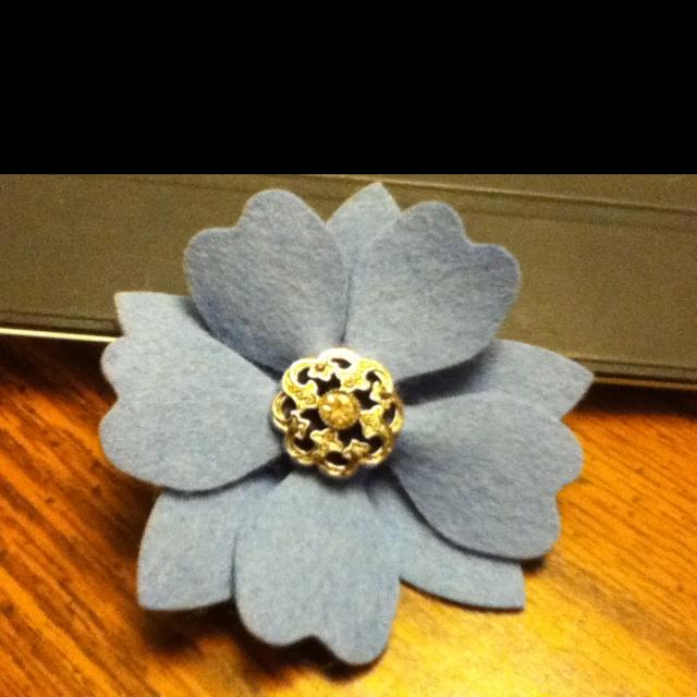 Felt flower pin | Craft Ideas | Pinterest