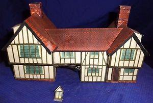 ... Tudor Carriage House OO & HO Gauge Rail
