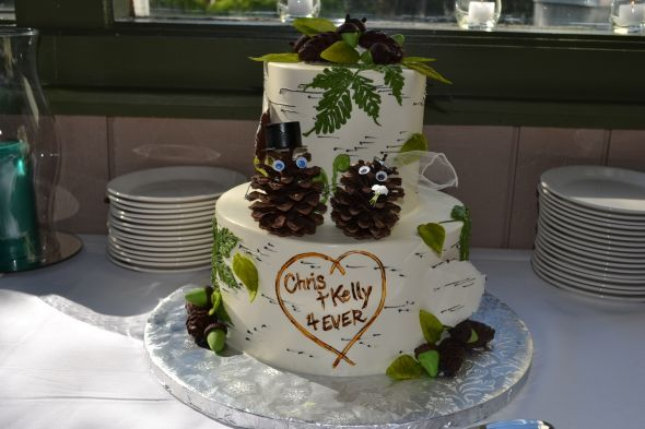 Pine Cone Bride & Groom Cake | Winter Wedding Inspiration | Pinterest