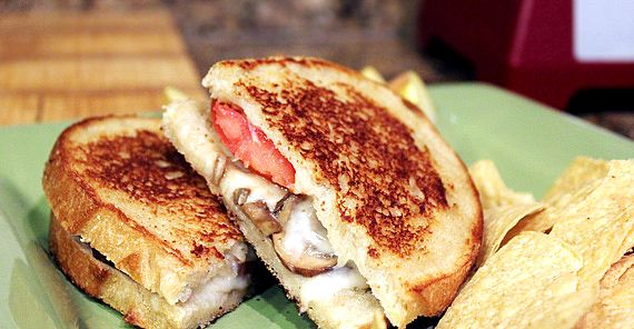 Grilled cheese with sauteed mushrooms | I LOVE FOOD!! | Pinterest