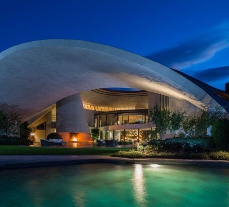 Free Crochet Pattern: Shell Lace Fingerless Gloves