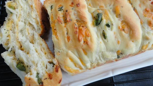 Jalapeno - Cheddar Pull-Apart Bread
