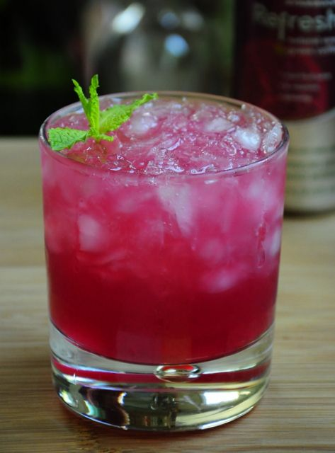 Raspberry Pomegranate Mojito | I think I need a drink | Pinterest