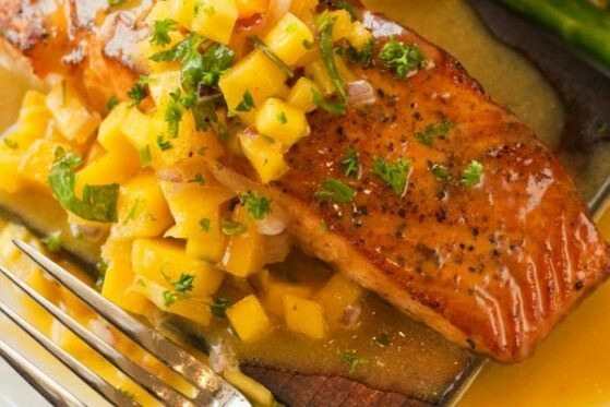 Mango salsa salmon | Summer food | Pinterest