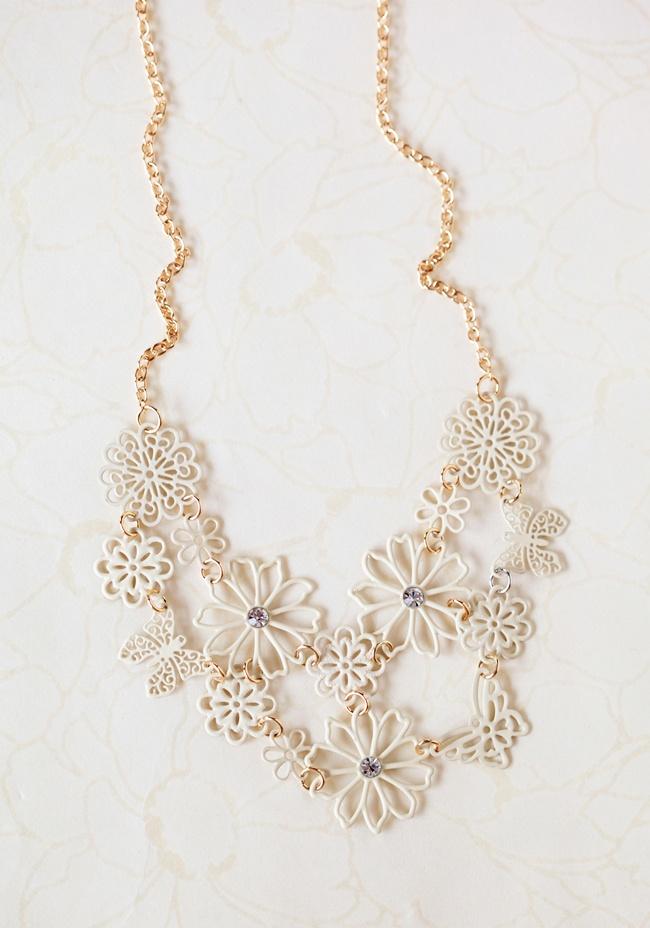 Garden Moments Necklace In Cream