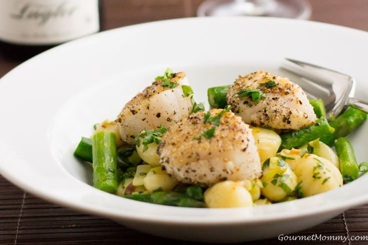 Asparagus Gnocchi with Scallops {spring fever}