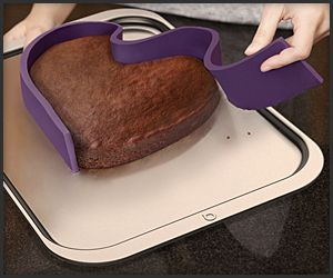 Quirky Ribbon Baking Pan can be molded into any shape, magnets that make it stick to the baking sheet! Cool!