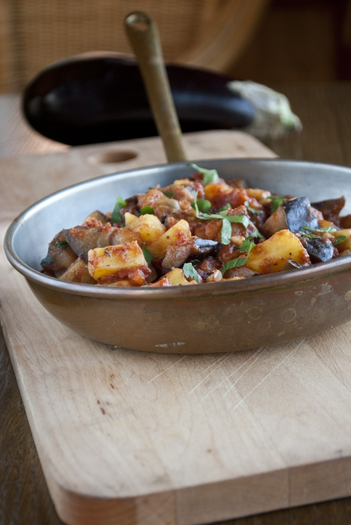 eggplant and potatoes in tomato sauce | Vegan | Pinterest