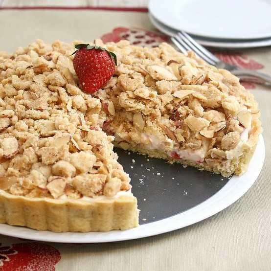 Strawberry Cream Cheese Crumble Tart | sweet tooth | Pinterest