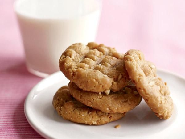 Crunchy Peanut Butter Cookies | Yummmmmm | Pinterest