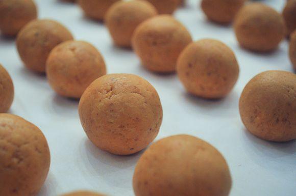 Pumpkin Cheesecake Truffles | Yummy food ideas | Pinterest