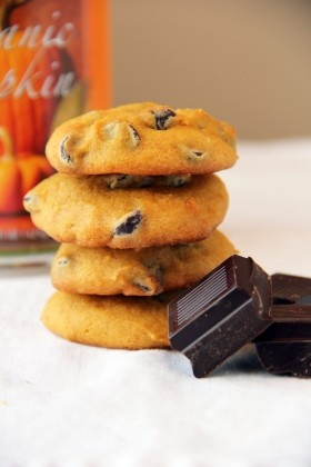 Super Soft Pumpkin Dark Chocolate Chip Cookies | Feastie