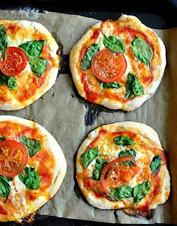 Mini spinach, tomato, and cheese pizzas | Food and Stuff | Pinterest