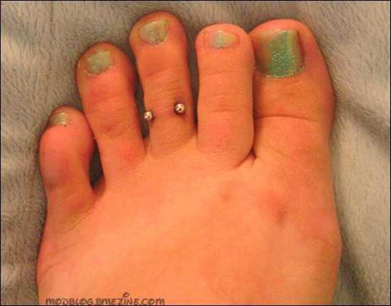 toes piercings