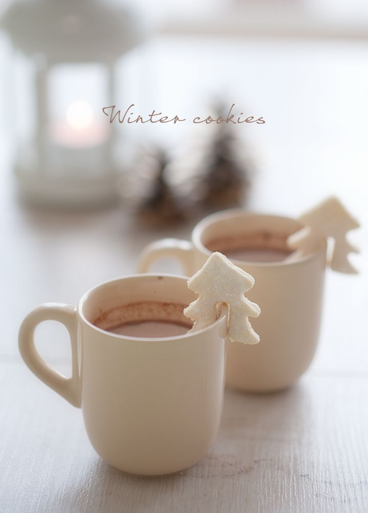 Simple Food: Winter Cookies // Леснo и бързо: зимни бисквитки | 79 Ideas. Love these cookies perched on the edge of the cup!