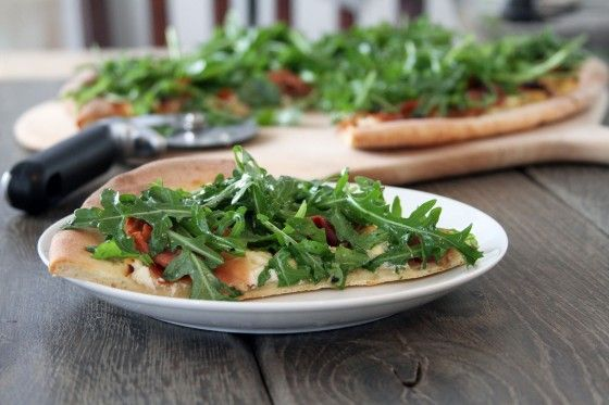 Fig, Prosciutto, and Goat Cheese Pizza http://www.mylifeasamrs.com ...