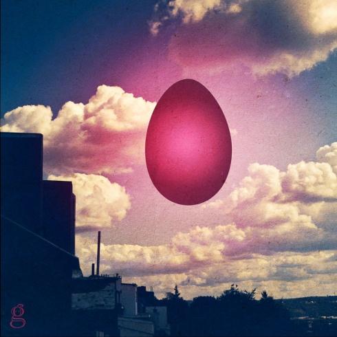 Ce matin sur cette étrange vision. un oeuf dans le ciel. un