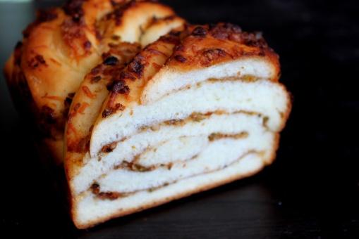 sundried tomato pesto swirl bread | Food | Pinterest
