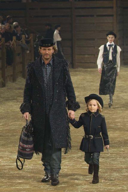 El protegido de Lagerfeld no podía faltar en el desfile de Chanel en ...