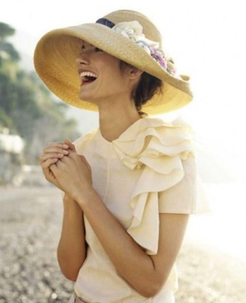 Sylka, musimy znaleźć właściwe sukienki i kapelusze na Agi ślub! <3