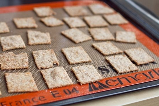Homemade Wheat Thins.. these are super easy to make and taste great ...