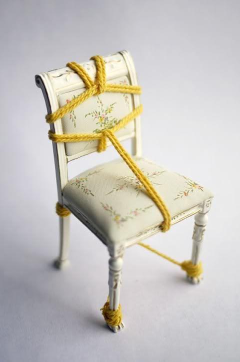 bondage chair mann in frauenklamotten