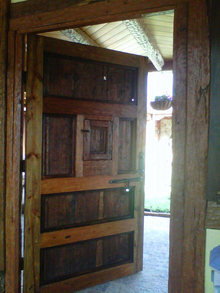 Puerta antigua con ventanita puertas de madera pinterest - Puertas de madera antiguas ...