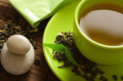 Homemade toner for acne prone skin: green tea and apple cider vinegar