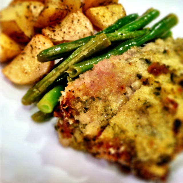 Pesto-Panko encrusted Pork Chops with Sautéed Garlic Beans and ...