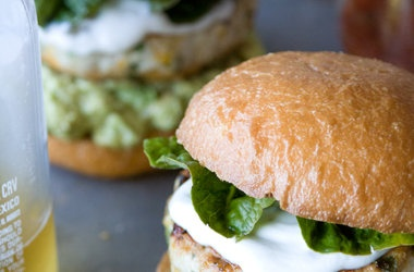 Cheddar Jalapeno Chicken Burgers with Guacamole — Punchfork
