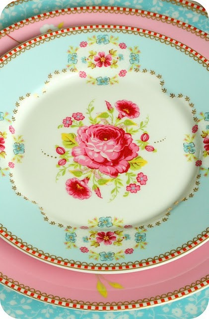 Pip Studio mix & match china.   Teacups & Tablesettings ...