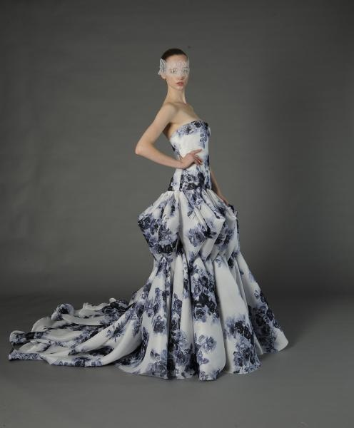 Vestido de novia con estampados morados - Foto Douglas Hannant 2013