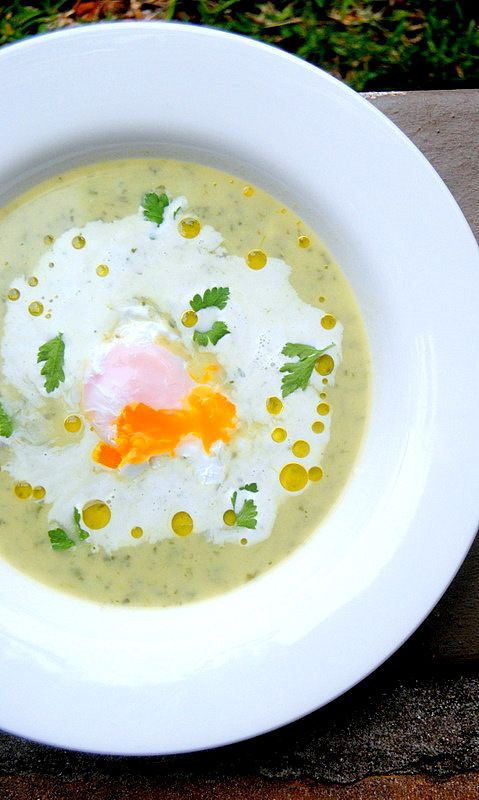 ... BERROS CON HUEVOS ESCALFADOS (watercress cream soup with poached eggs