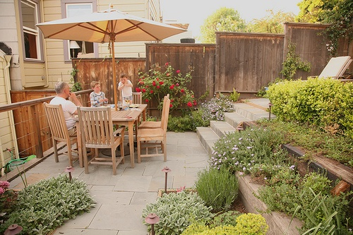 pretty little backyard! | Backyard Paradise | Pinterest