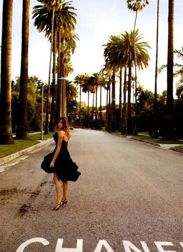 Meet me on the corner of Sunset and Chanel. Daria Werbowy, 2006 S/S #Chanel #fashion #California