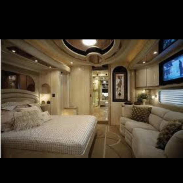 Rv master bedroom extravagant rv interiors pinterest for Rv with 2 master bedrooms